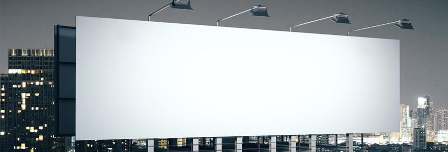 panneau d'affichage publicitaire